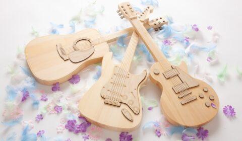 メモリアルギター – 名入れサービスがスタートのアイキャッチ画像